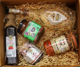 Gift box with romanian traditional products